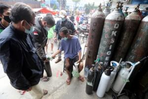 Bi kịch bệnh nhân Covid-19 Indonesia lìa đời tại nhà giữa