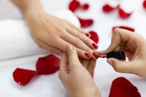 Chuyên gia cảnh báo nguy cơ tiềm ẩn khi sử dụng sơn móng tay Trung Quốc giá rẻ