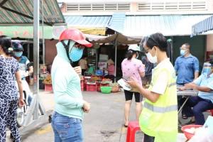 Người dân Sài Gòn đi chợ nhờ tổng đài đặt lịch