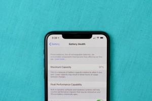 Iphone 'kích pin' bày bán tràn lan: Chất lượng có đảm bảo?