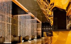Quán bar chơi trội, phủ vài cân vàng ròng lên tường khoe độ xa xỉ