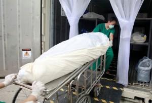 Bệnh viện Thái Lan dùng container chứa người t.ử v.o.ng vì Covid-19