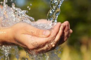 Chính phủ yêu cầu khẩn trương giảm giá nước, tiền nước sạch cho người dân