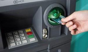 Ngân hàng đồng loạt miễn, giảm phí chuyển tiền online, rút tiền ATM