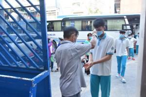 TP HCM lên kế hoạch hẹn phụ huynh đến trường nhận SGK