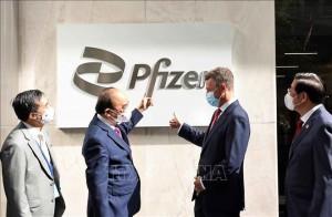 Chủ tịch nước thăm Công ty Pfizer, đề nghị sớm bàn giao vắc xin cho trẻ em