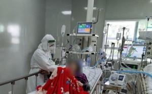 Chuyện về nữ điều dưỡng F0 không chịu rời xa người bệnh