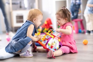 Cảnh báo nguy hiểm khi mua đồ chơi cho trẻ nhỏ qua các trang bán hàng online