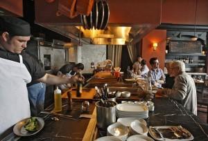 Đầu bếp tiết lộ những bí mật gây sốc của nhà hàng, thực khách không bao giờ được biết