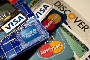 Người bị ảnh hưởng bởi dịch COVID-19 được miễn, giảm lãi vay qua thẻ tín dụng