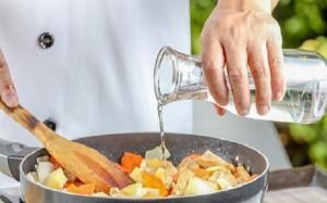 Nhà hàng nấu ngon hơn nhờ nêm gia vị món ăn theo cách này, các bà nội trợ đều phải biết