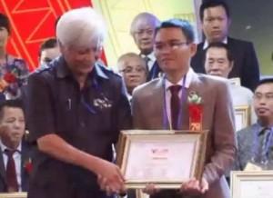 """Thầy bói được khen thưởng trong chương trình """"vinh quang Việt Nam 2015"""""""