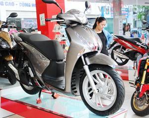 Honda SH cháy hàng, đội giá 10 triệu đồng