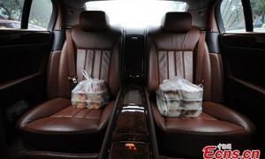 Đại gia 9X lái Bentley đi... giao cơm hộp