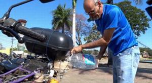 Kỳ lạ chiếc xe máy chạy bằng nước lã