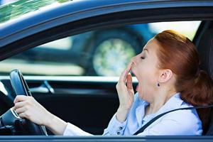 Mẹo tránh bị ngạt, ngộ độc khí khi ngủ trong ô tô