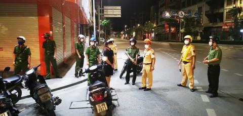 Hạ Long: Ra đường sau 22 giờ không lý do, hàng chục người bị đưa về khu cách ly