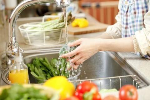Cách loại bỏ thuốc trừ sâu, hóa chất độc hại trong rau củ quả