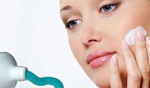 Dùng kem đánh răng và muối làm trắng da có thực sự hiệu quả và an toàn?