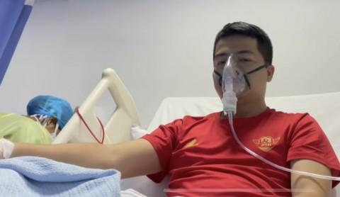 Phóng viên mắc Covid-19 khi đưa tin đội tuyển Việt Nam ở UAE vẫn phải thở oxy