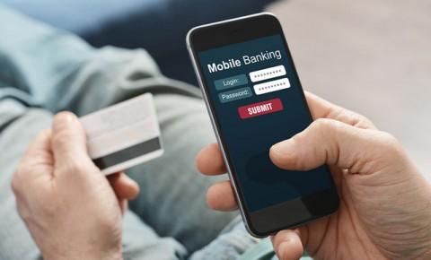 Người đàn ông bị hack tài khoản banking mất 900 triệu đồng