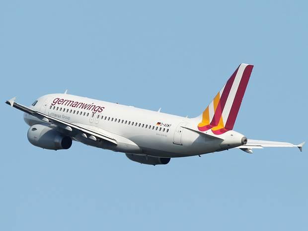Phi công dọa cho rơi máy bay chở 200 người nếu... vợ bỏ