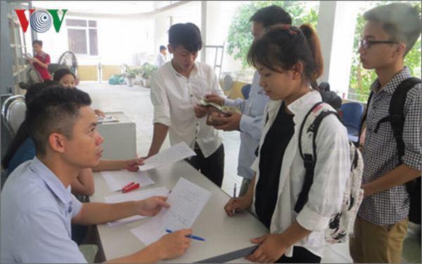 Bỏ điểm sàn đại học: Có giảm cử nhân, thạc sĩ thất nghiệp?