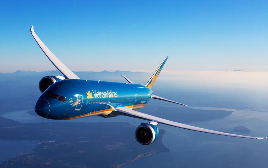 Vì sao máy bay Vietnam Airlines không thể hạ cánh xuống Cam Ranh?