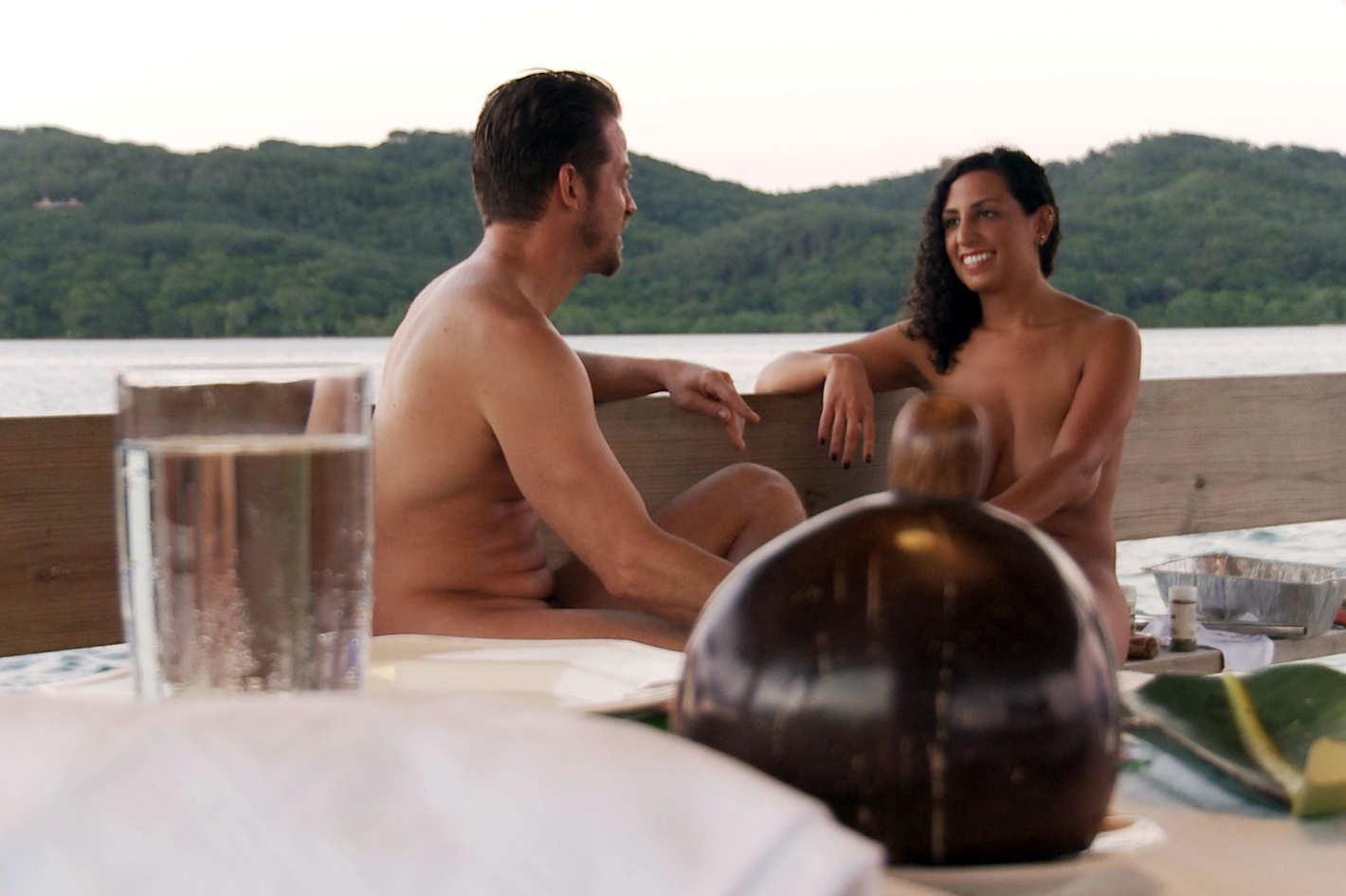 Sự thật gây sốc đằng sau chương trình truyền hình 'hẹn hò khỏa thân'