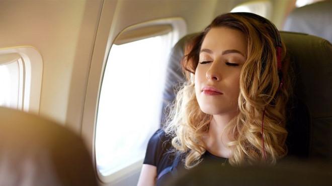 Tại sao không nên ngủ khi máy bay cất hoặc hạ cánh?