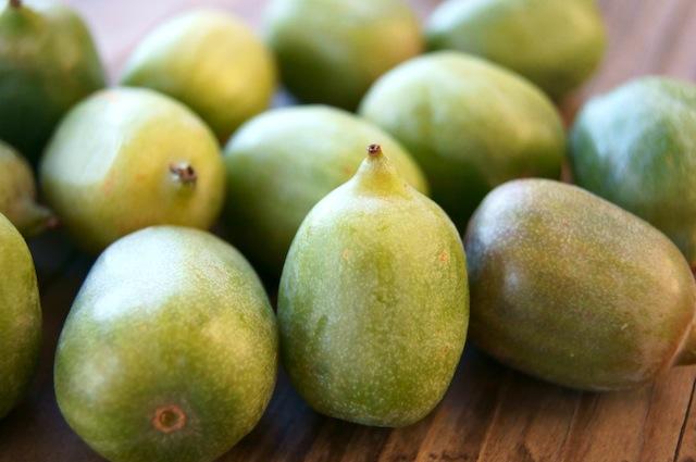 Soi trái kiwi bé như quả nho giá cả triệu đồng/kg, chị em tranh mua