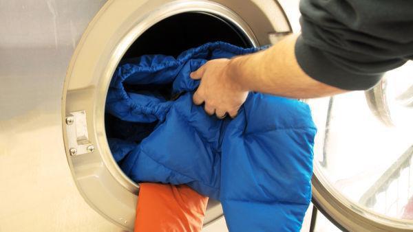 Mách chị em cách giặt áo khoác lông vũ siêu nhẹ vừa sạch vừa bền