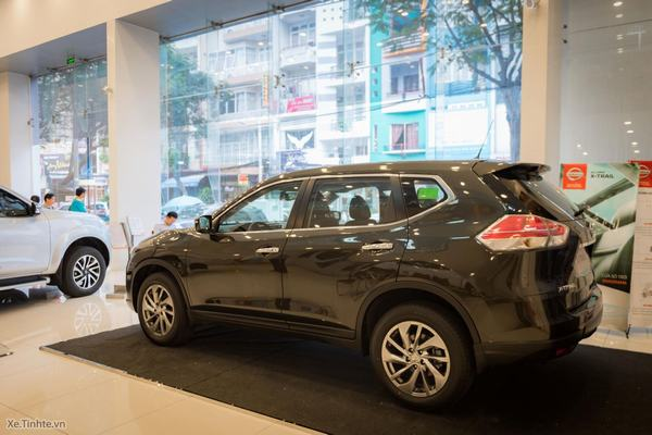Nissan giảm giá mạnh X-Trail xuống dưới 1 tỷ đồng, o bế người tiêu dùng