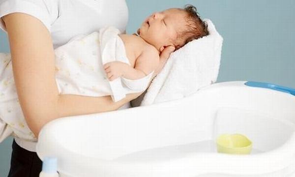 Sự thực không ngờ về công dụng của lòng trắng trứng, dây bạc hạ sốt cho trẻ