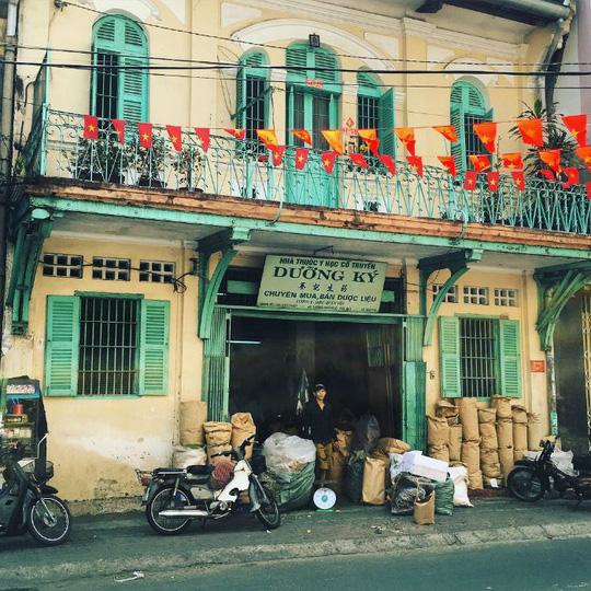 Lạc lối trong khu Chinatown đẹp mê mẩn giữa Sài Gòn - Ảnh 2.