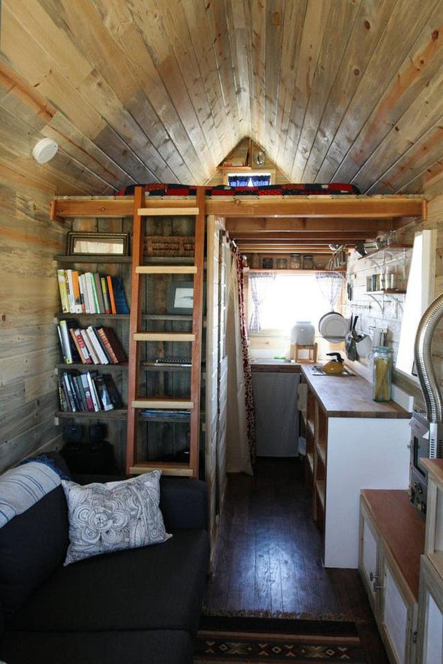Ngôi nhà tuy hẹp nhưng lại có chiều cao lý tưởng để có thể thiết kế đầy đủ các phòng.