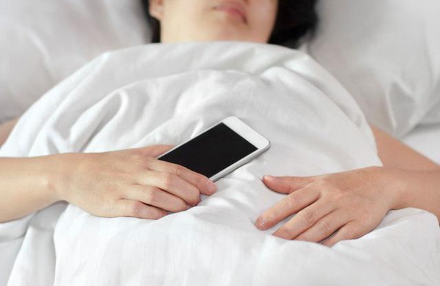 Người hay dùng điện thoại hãy ghi nhớ những nguyên tắc sau để không gây hại sức khỏe