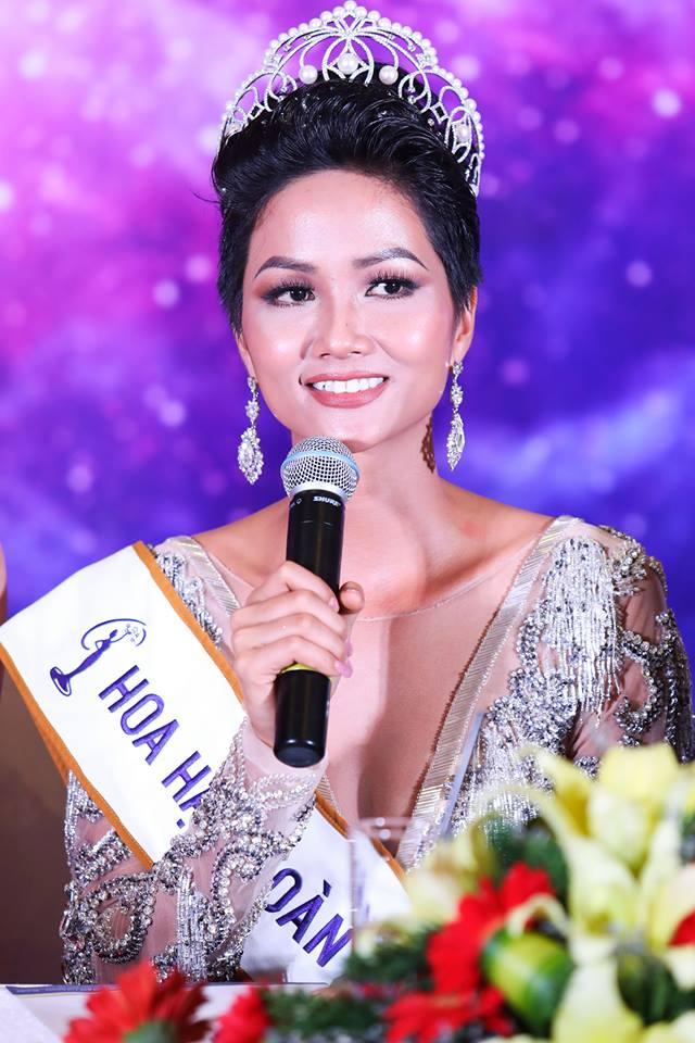 Rớt nước mắt với gia cảnh Tân HH Hoàn vũ Việt Nam 2017 H