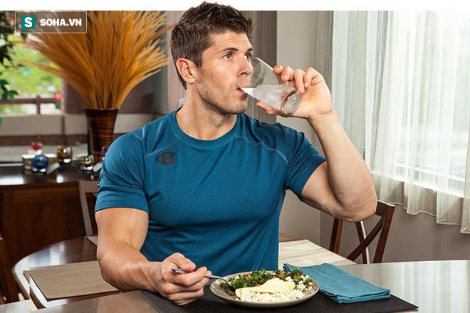 Vừa ăn vừa uống nước: Tốt đến đâu và hại ở mức độ nào là điều ai cũng cần biết