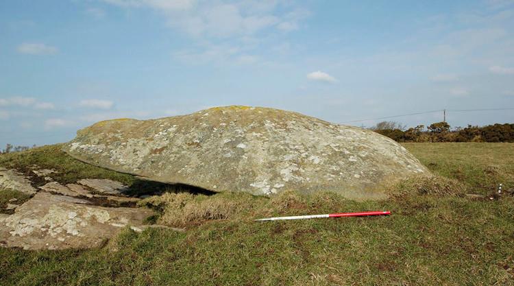 Phiến đá bí ẩn được phát hiện tại Anh. Ảnh: VTC News