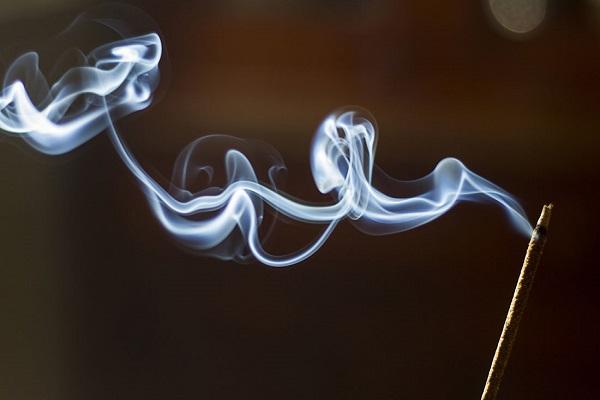 Khói hương ảnh hưởng thế nào đến sức khỏe?