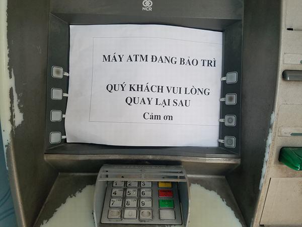 Rút 10 triệu, khách hàng ở Sài Gòn phải đi 10 máy ATM