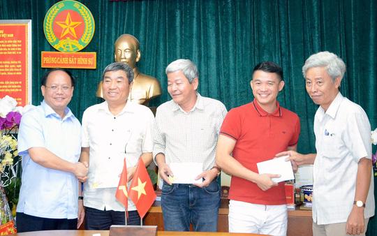 vu-tham-sat-5-nguoi-lanh-dao-tp-hcm-khen-thuong-dot-xuat-pc45