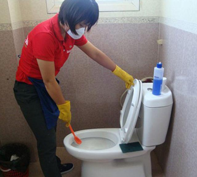 Nhà vệ sinh cần sạch sẽ, thoáng đãng, luôn mở cửa thông gió. Ảnh: T.G