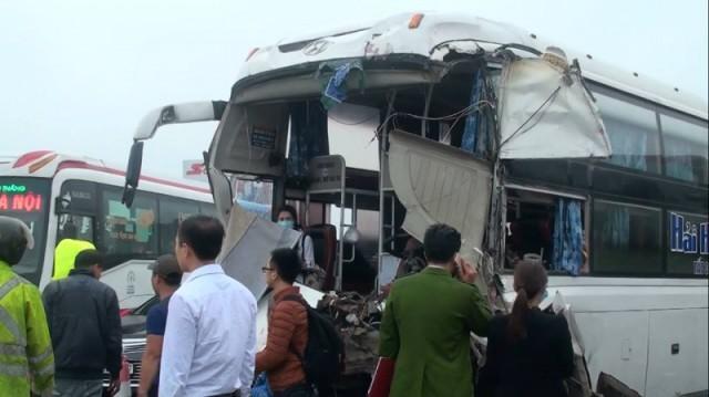 Nhiều hành khách trên xe giường nằm hoảng loạn.