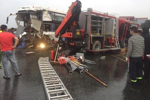 Hiện trường thảm khốc của vụ tai nạn.