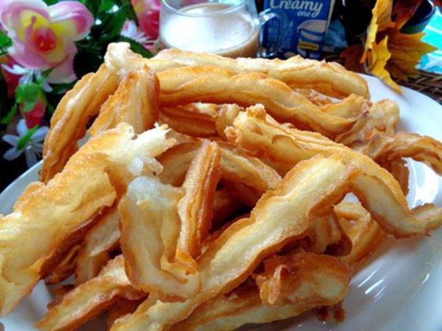 Chỉ cần thêm nước cốt dừa và bột bắp, bạn có món khoai lang chiên ngon bá cháy hơn cả nhà hàng