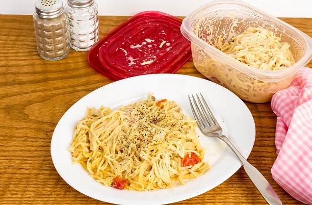 Hâm nóng thức ăn sai cách, nguy hại khôn lường