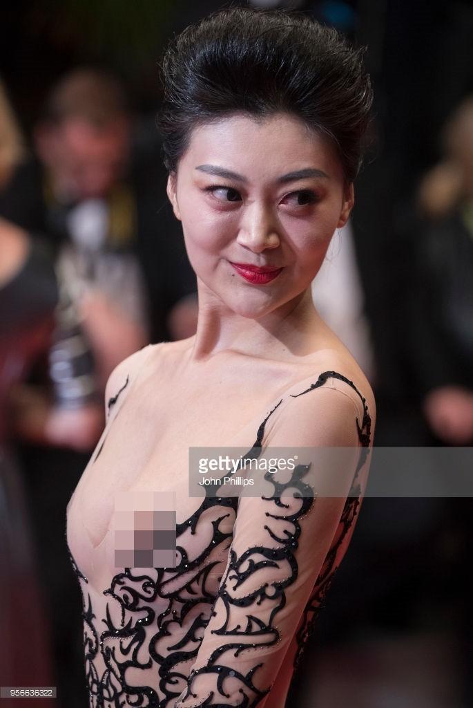 2 hoa hậu Trung Quốc: Kẻ lộ nhũ hoa, người vờ ngã khoe vòng 1 tại Cannes