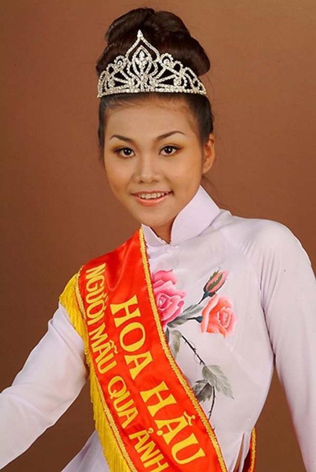 Thanh Hằng đăng quang Hoa Hậu Việt Nam qua ảnh năm 2002